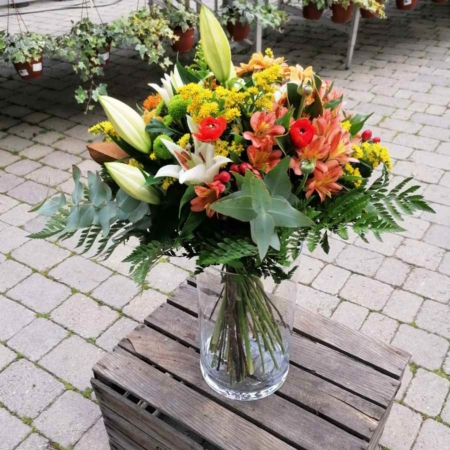 Ramo de flores Alegría Lilium Oriental, Margarita, Ranunculo, Hypericum, Alstromeria