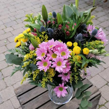 Ramo de flores provenzal Margarita, Eryngium, Lilium, Alstromeria y Solidago